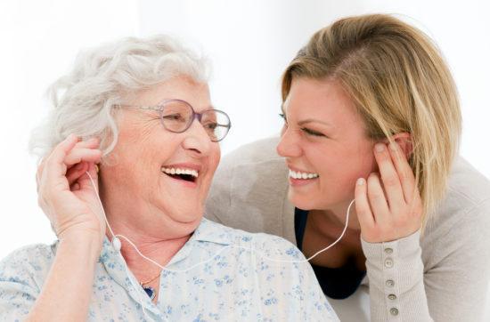5 sinnvolle Beschäftigungsmöglichkeiten für Menschen mit Demenz